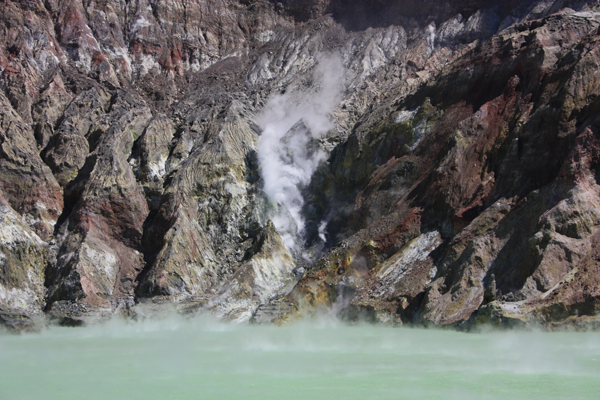 White Island lac 02